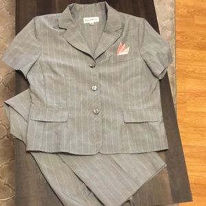 Woman suit with short sleeve jacket and pants